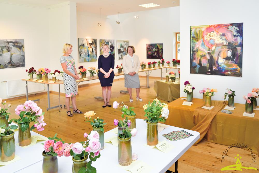 Rožu izstādes atklāšana