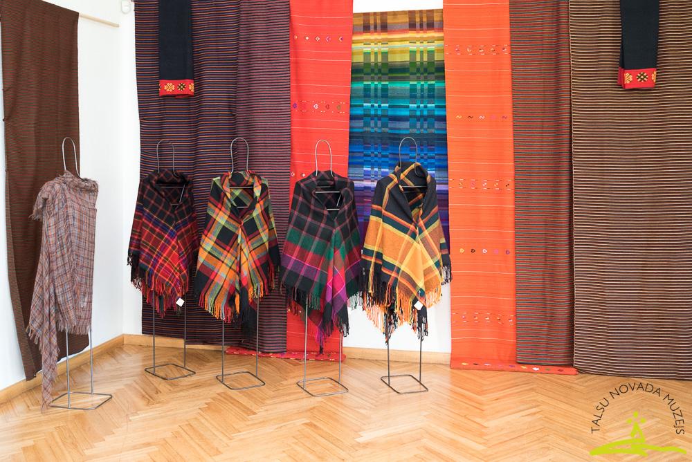 Liepājas meistaru rotu un tekstila izstāde