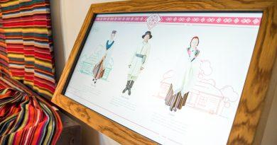 Etnogrāfijas ekspozīcija papildināta ar interaktīvu digitālo stendu par tautas tērpiem
