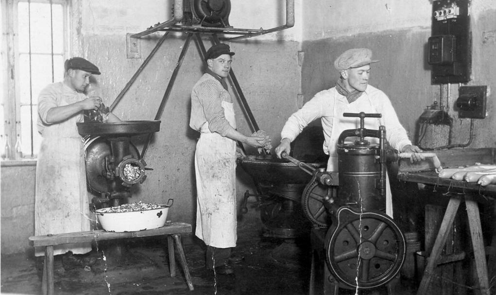 Desu darbnīca Talsos, Lielā ielā 8. Darbnīcas miesnieks Rihards Lakstīgala, 1938. g.