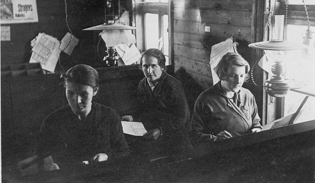 Lapševska tipogrāfijā Talsos, 1930. gadu beigās.