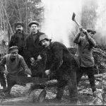 Meža darbi 1930. gadu beigās. Ar cirvi stāv Žanis Fībigs.