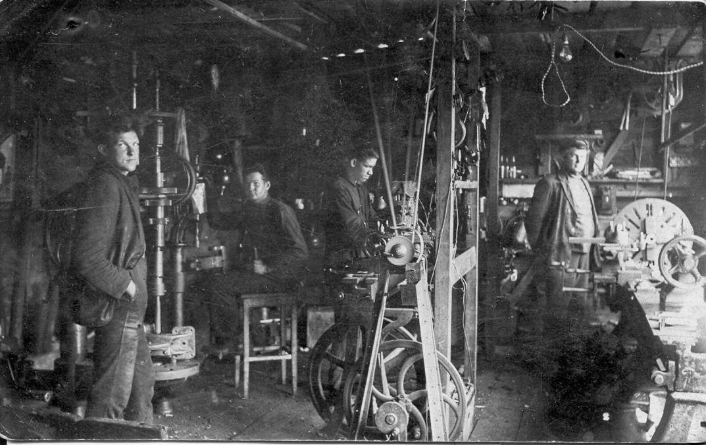 Freimaņa mehāniskās darbnīcas iekšskats, Talsos, ap 1928./29. g.