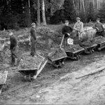 Ceļa būve Dundagas pusē, 1930. gados.