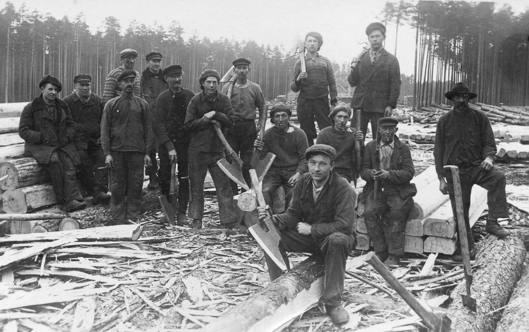Slīperu cirtēji Ventspils – Dundagas šaursliežu dzelzceļam 1930. gados.
