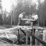 Pāļu dzīšana tiltam pār Šķēdes upīti, 1937. g. vasarā.