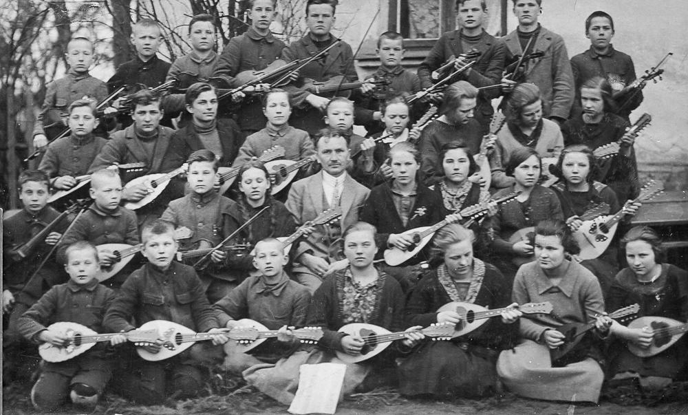 Virbu pamatskolas mandolīnistu orķestris ar vadītāju Žani Lasmani, ap 1927.gadu