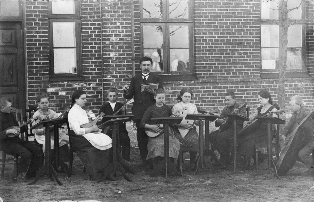 Popervāles skolēnu balalaiku orķestris ap 1913. - 1914. gads