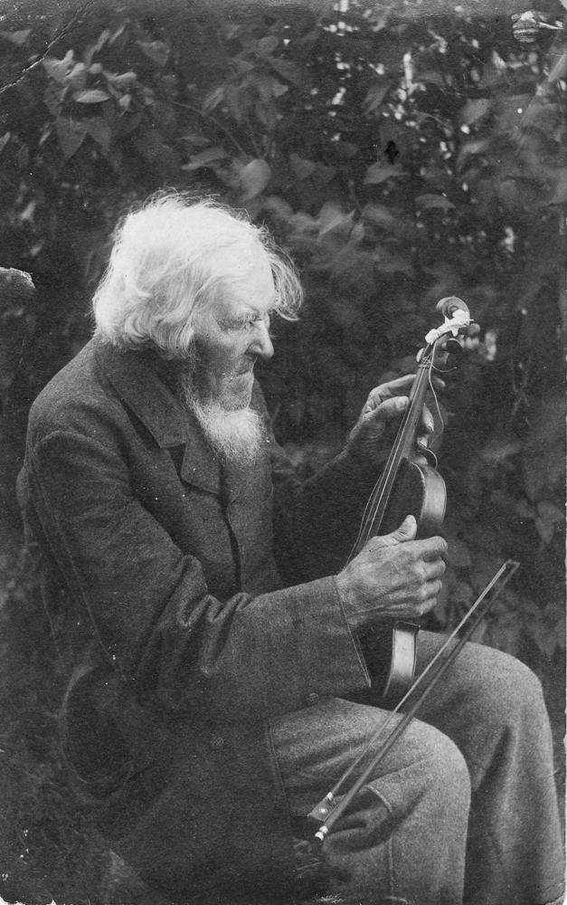 Vijolnieks Kandavas muižā  20. gadsimta sākumā