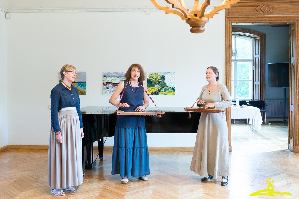 Hansa Jakobsena gleznu izstādes atklāšana