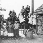 """Mašīntalka Strazdes pagasta """"Rāvkalnos"""" 1930. gados"""