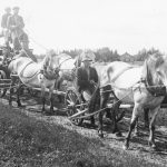 Kuļmašīnas pārvešana Jaunpagastā 1930. gados