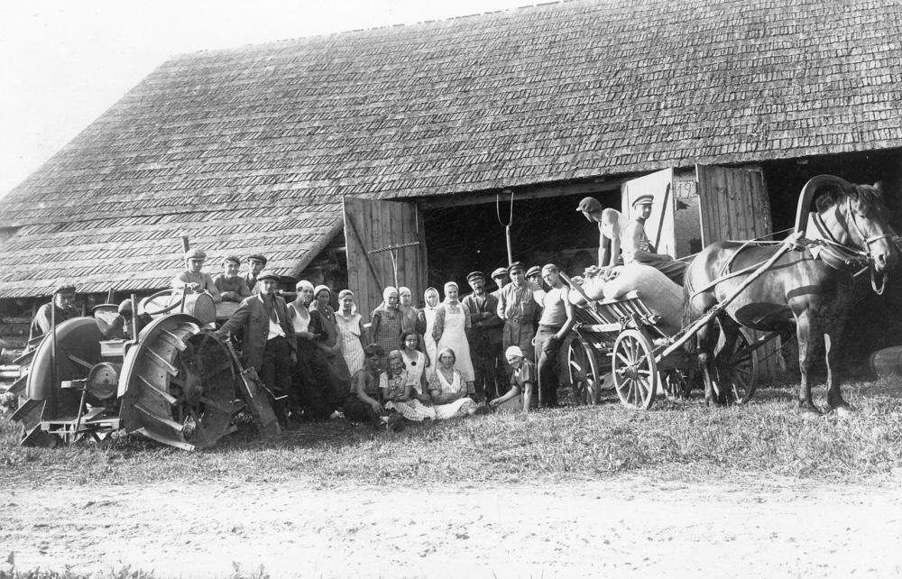 """Kulšana Lībagu pagasta """"Podniekos"""" 1938. gads"""
