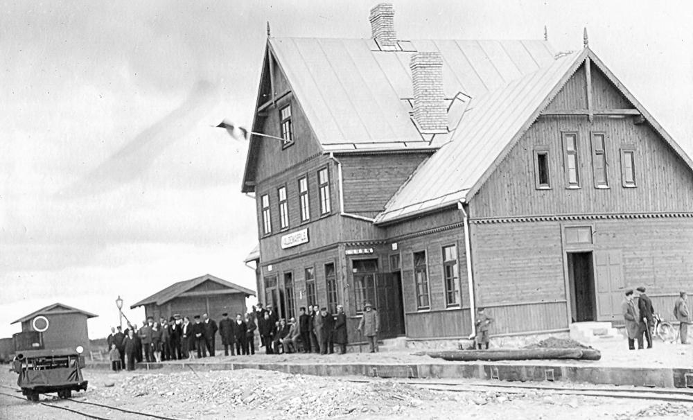 Valdemārpils stacijas ēkas atklāšana, 1930.gadā