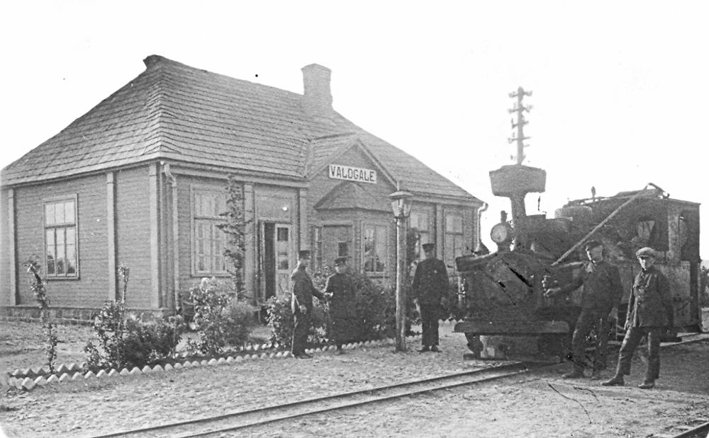 Valdgales stacija ap 1924. gadu. Mezgla punkts, kur sazarojās līnijas 4 virzienos: uz Ventspili, Stendi, Mērsragu un Roju