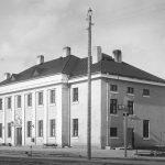 Dzelzceļa stacija Talsos atvērta 1930.gadā, celta pēc arhitektes A.Grīnbergas projekta. A.Druviņa fotogrāfija ap 1936. gadu