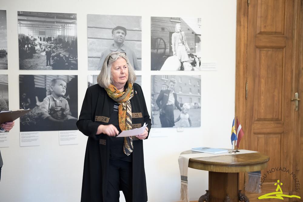 """Zviedru fotogrāfa Dāvida Holmerta fotoizstādes """"Pāri Baltijas jūrai: 1944-1945"""" atklāšana"""