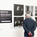 """Zviedru fotogrāfa Dāvida Holmerta izstādes """"Pāri Baltijas jūrai: 1944-1945"""" atklāšana"""