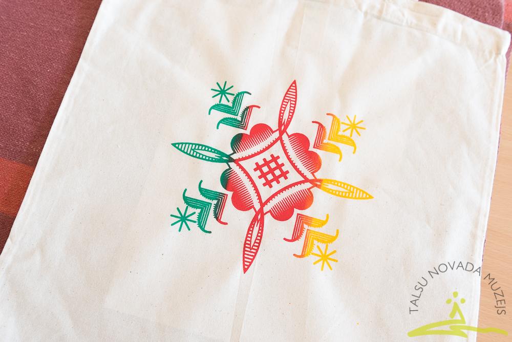 Latviskais ornaments maisiņa apdrukā