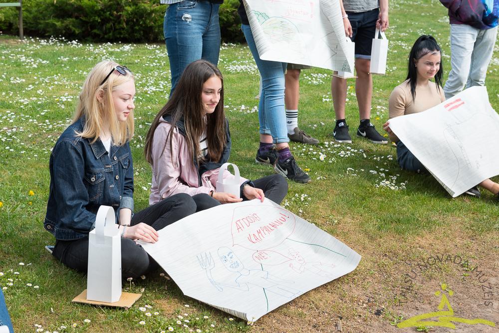 """Jaunieši izveidojuši nodarbību par akciju """"Kamparkalns"""""""