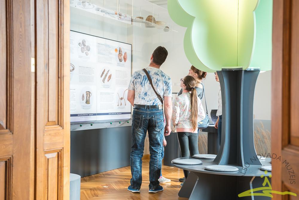 """Jaunā arheoloģijas ekspozīcija """"Ceļojums senatnē""""."""