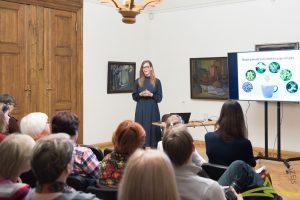 UNESCO nedēļas sarīkojumā 17. oktobrī Rīgas Stradiņa universitātes Zāļu formu tehnoloģiju katedras pētniece Inga Sīle stāstīja par latviešu tautas ticējumos minēto augu reālo iedarbību.