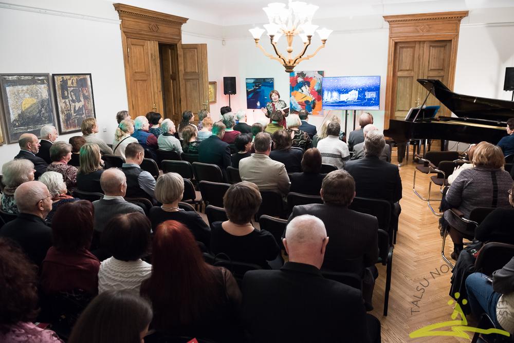 """Muzeja draugi, atbalstītāji un sadarbības partneri tradicionālajā Svētku vakarā 21. decembrī svinēja krājuma """"Muzeja Raksti. III"""" atvēršanu."""