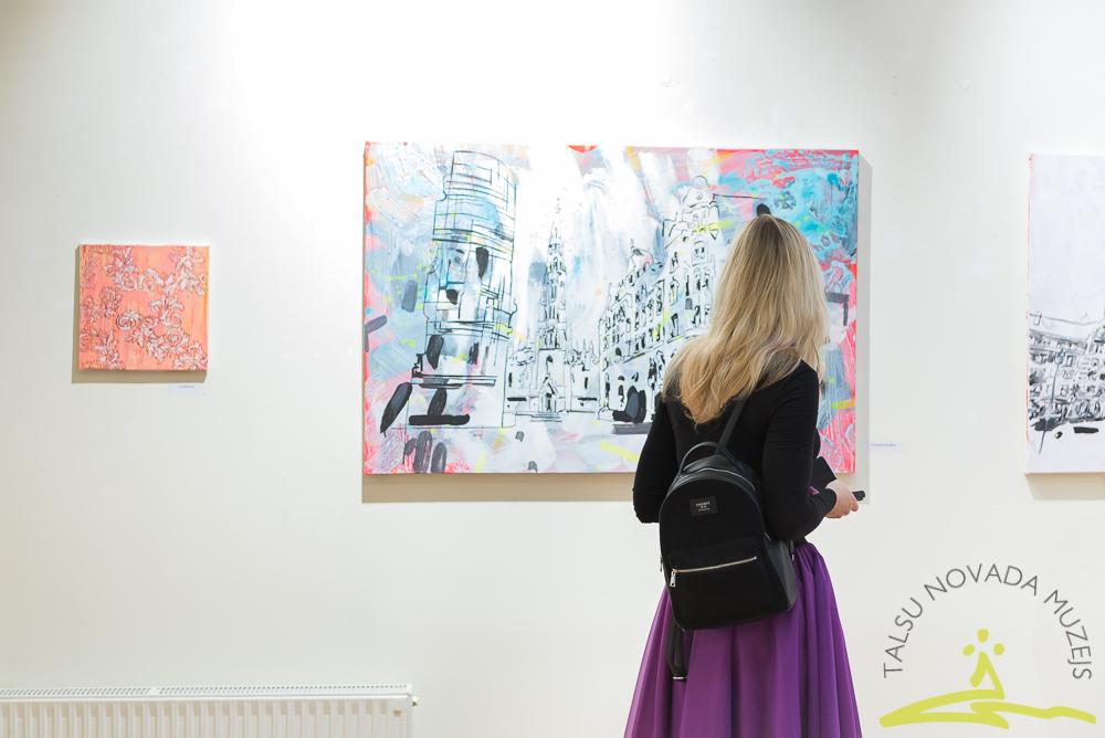 Madaras Lazdiņas gleznu izstādes atklāšana Talsu muzeja Izstāžu zālē