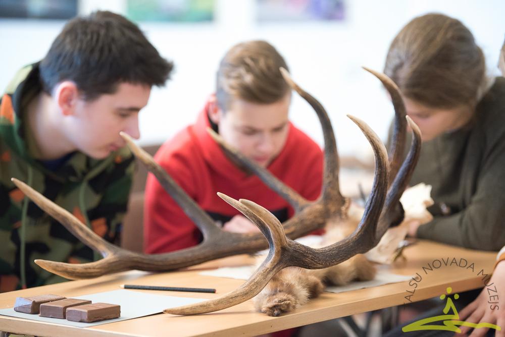 Unikālas arheoloģijas nodarbības skolēniem