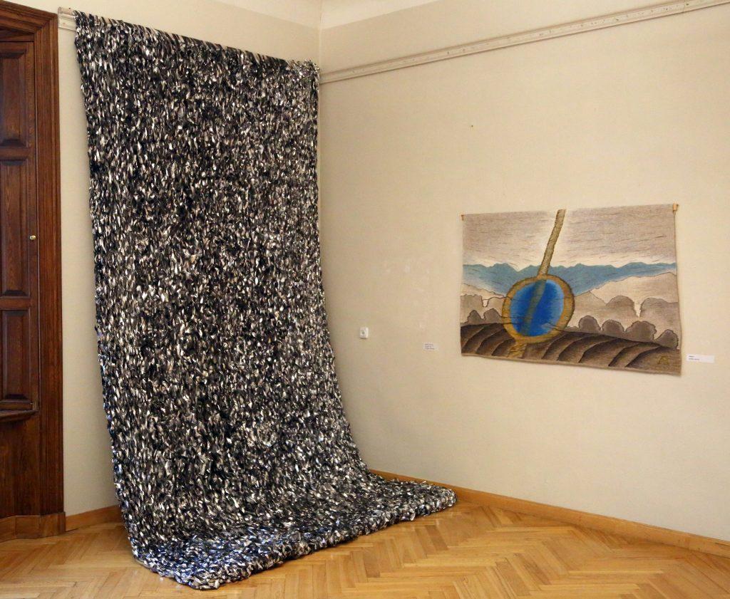 Tekstilmākslinieces Aijas Baumanes piemiņas izstādes atklāšana Talsu novada muzejā 2020. gada 13. martā.