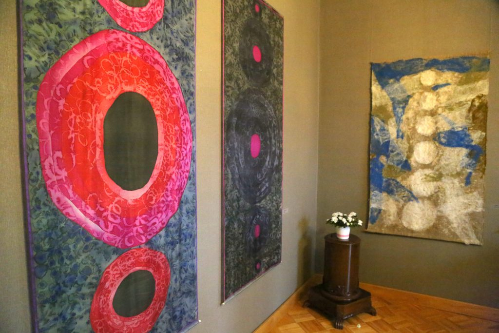 Tekstilmākslinieces Aijas Baumanes piemiņas izstāde Talsu novada muzejā.