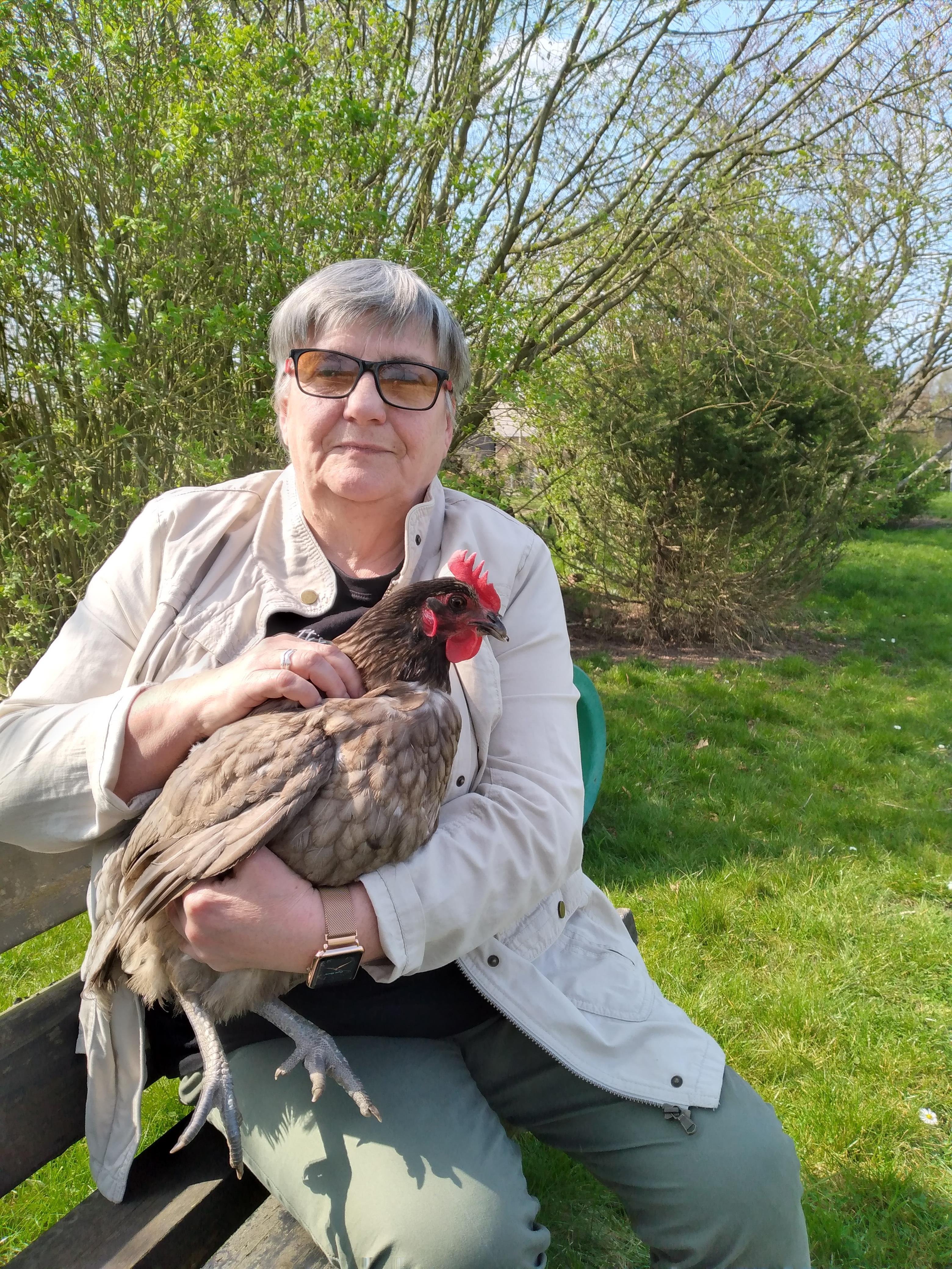 Īstu Lieldienu foto no pavasarīgās Beļģijas pilsētas Namuras atsūtījusi gleznotāja Gunta Kalsere. Jaunākās gleznas ar kurjeru uz Talsiem veiksmīgi jau atsūtītas (tās būs redzamas Pedvālē), tagad jākrāso olas.