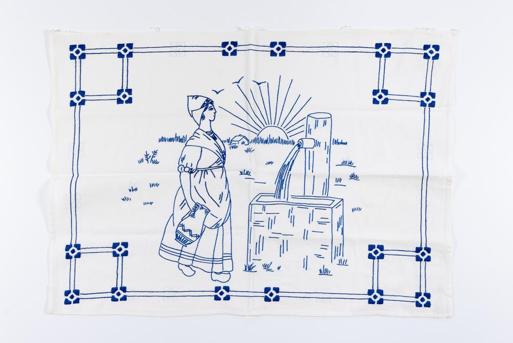 Izšūts sienas dekors. Izšuvusi Erna Breinkopfa (1896-1979), mājsaimniece Ventspilī, 1920.-1930. gadi