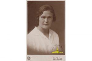 Alfrēda Fabriciusa sieva Anna Eleonora Eglīte (Fabriciusa) (1905.-1982.) – bērnu dārza audzinātāja, foto 1929. g.