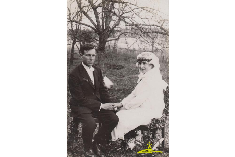 Vandzenes pagasta jaunos pārus no apkārtnes mājām fotografējis Alfrēds Fabriciuss - 1927. g.