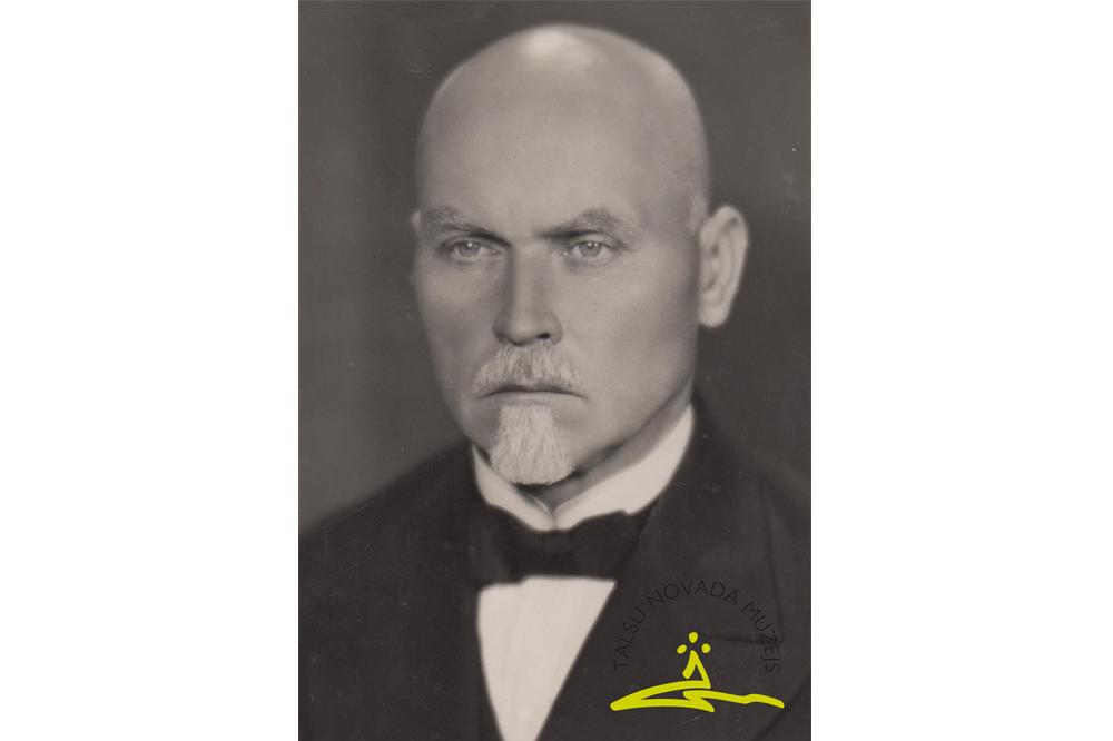 Talsu Valsts ģimnāzijas direktors Ansis Dreimanis (1882-1968), 1930. gadi