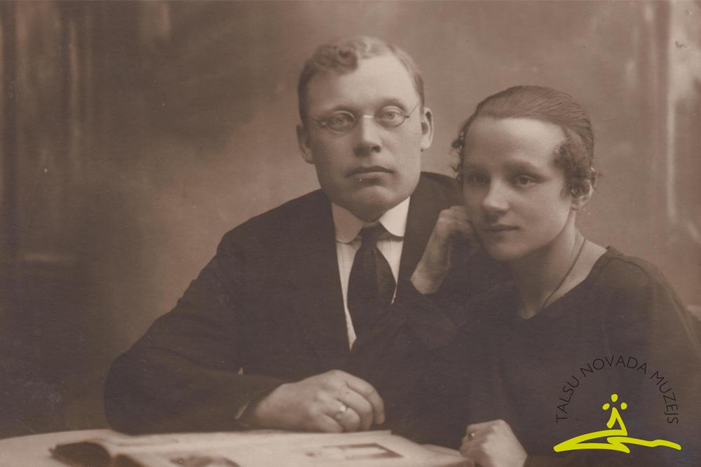 Žanis Zumbergs un Emīlija Rīgā 1924. g. Fotogrāfs J. Karlovskis.