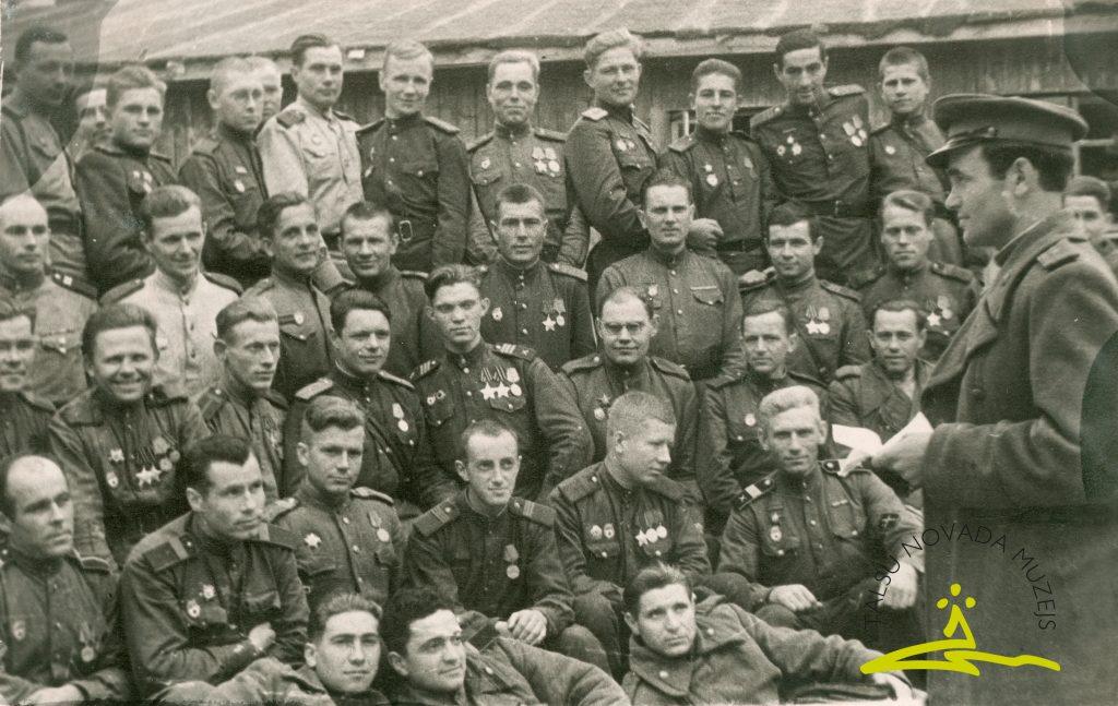 Latviešu strēlnieku divīzijas karavīri, ap 1944. gadu