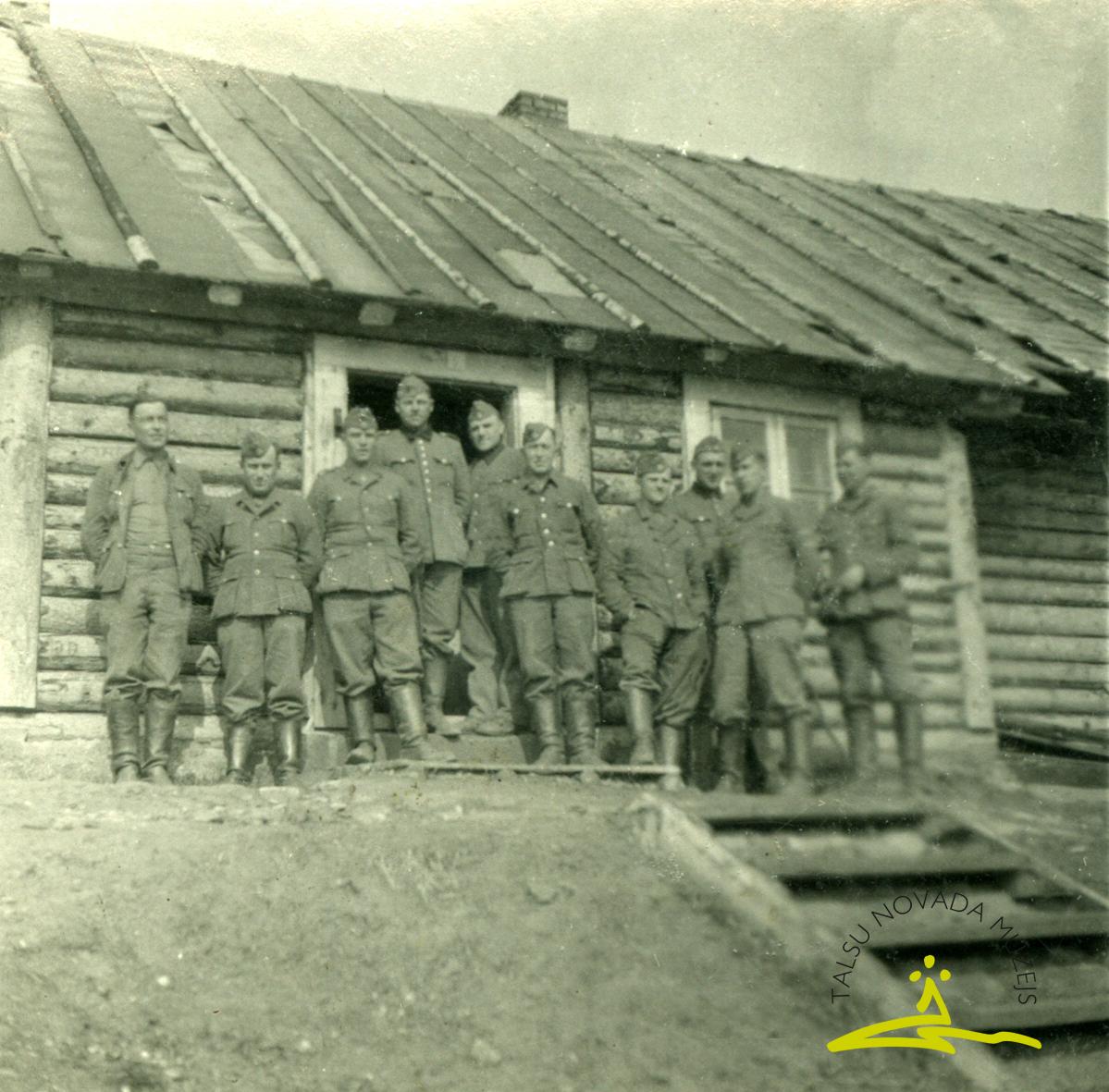 """Brīvprātīgie leģionāri Ļeņingradas frontē """"Bada ielejā"""" 1943. gadā"""
