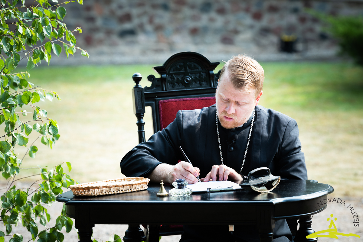 K.F. Amendas lomā iejuties Talsu evaņģēliski luteriskās draudzes mācītājs Andis Ķīvičs. 2020. gada 26. jūnijs