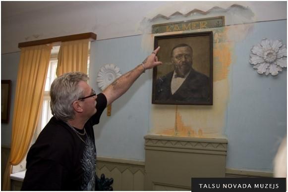 Latvijas Amatniecības kameras meistars Igurds Baņķis glabā Valdemāra piemiņu bijušajā Ārlavas pagasta lauksaimniecības biedrības namā.
