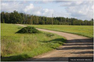 """Uz Valdgales pagastu, kur pirms 195 gadiem toreizējā Ārlavas pagastā atradās """"Vecjunkuru"""" mājas."""
