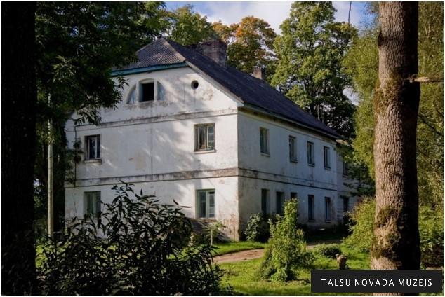 Pretī bijušajai Pūņu pienotavai atradās skola, kurā mācījās K. Valdemārs tikai pusgadu 1837. gadā.