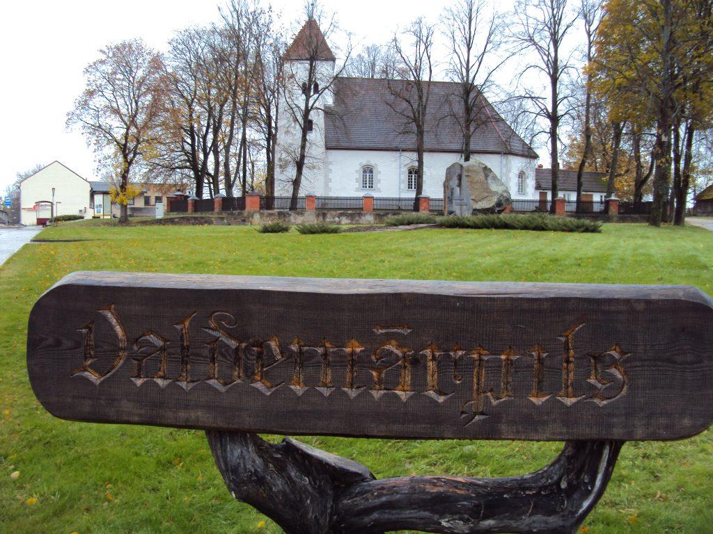 Līdz 1926. gadam, kad to pārdēvēja Valdemāra vārdā, Valdemārpils nesa Sasmakas vārdu.