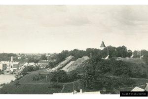 Izrakumi Talsu pilskalnā arheologa Ā. Karnupa vadībā, 1936.-1938. gadi. TNMM