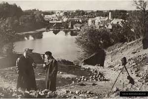 Izrakumi Talsu pilskalnā arheologa Ā. Karnupa vadībā, 1936.-1938. gadi.
