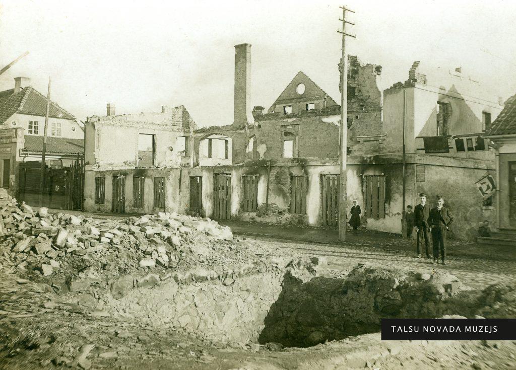Tirgotāja Izaka Freidberga nama (Lielā iela 33) drupas pēc 1905. gada 5. decembra