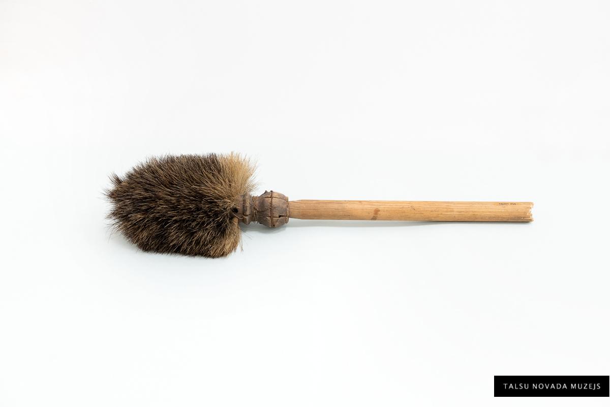 Lielgabala stobra slauķis. 1956. gada 30. novembrī muzeja direktors Jānis Znotiņš pieņēmis no Kārļa Jakša. TNMM 705