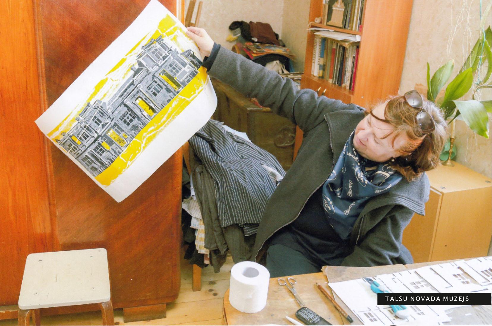 Darbu atlase izstādei pie Talsu mākslinieces Ineses Mīlbergas