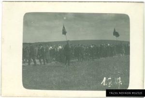 1. maija svētku gājiens Talsos. 1927. gads. Foto: Kārlis Līnis. TNMM 18 709/6